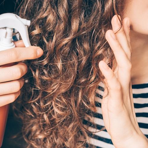 jak myć kręcone włosy poradnik