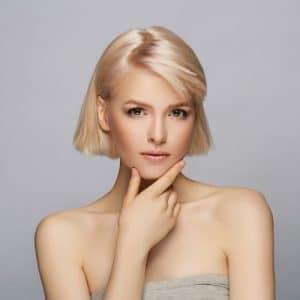 jak rozjaśnić ciemne włosy do blondu?