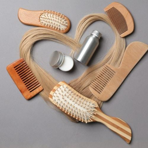 Domowe SPA z pielęgnacją włosów grzebienie i szczotki