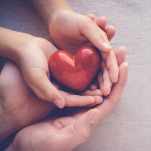serce na dloniach prezent na walentynki