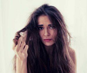 wcierka do włosów, jak ją stosować?